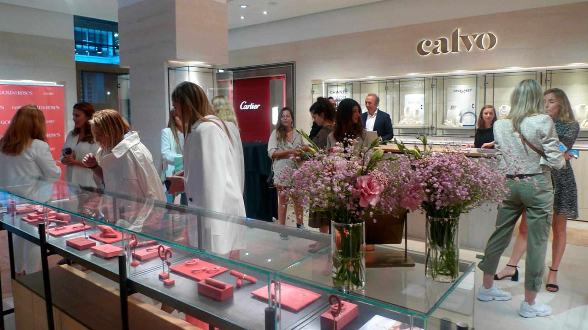 Las fundadoras y diseñadoras de Gold&Roses Sonia Ruiz y Hannah Rodríguez presentaron sus últimas creaciones en Joyería Calvo