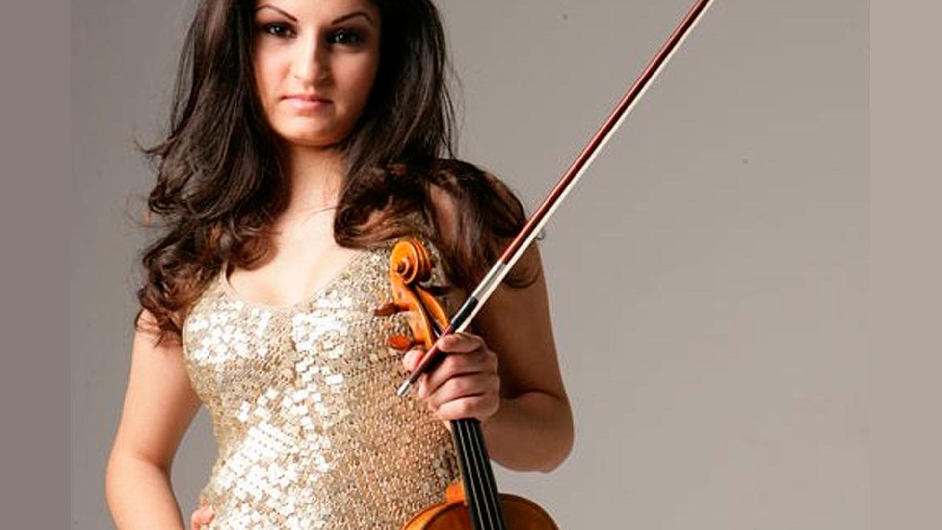 """La violinista Alina Pinchas interpreta el """"Concierto para violín"""" de E. W. Korngold bajo la dirección de Jesús López Cobos"""