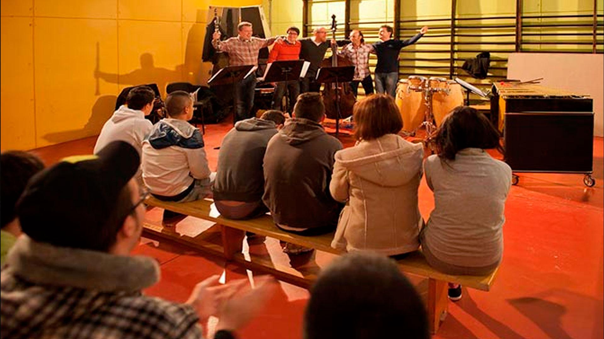 El OSG Latin Quintet actúa en el Centro de Reeducación Concepción Arenal dentro del proyecto ReSuena