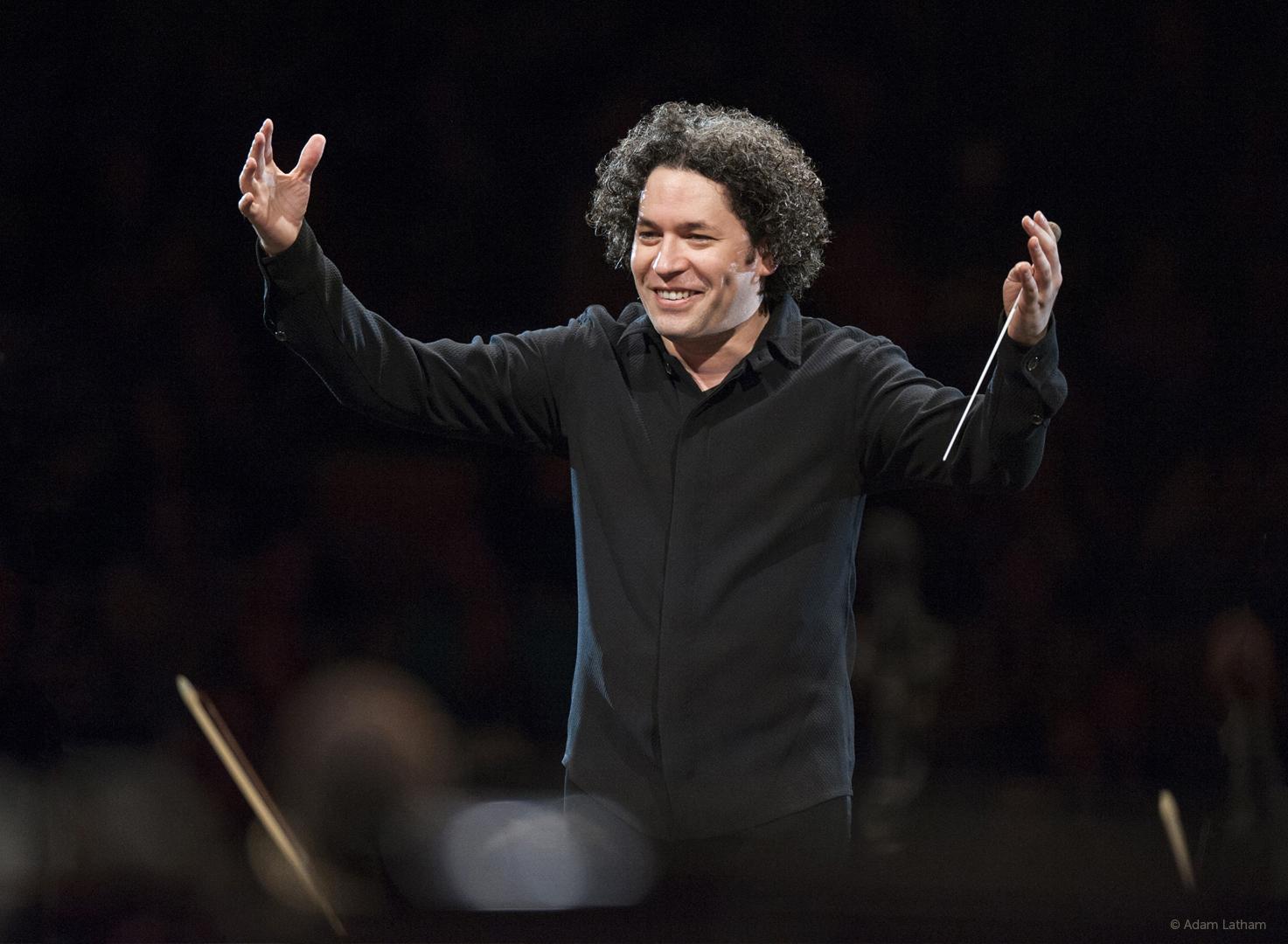 Gustavo Dudamel dirigirá a la Sinfónica de Galicia en el concierto de la segunda edición de Palabras para Galicia que organiza ABANCA y con la que conmemora el 300 aniversario de la fundación del Banco Echeverría