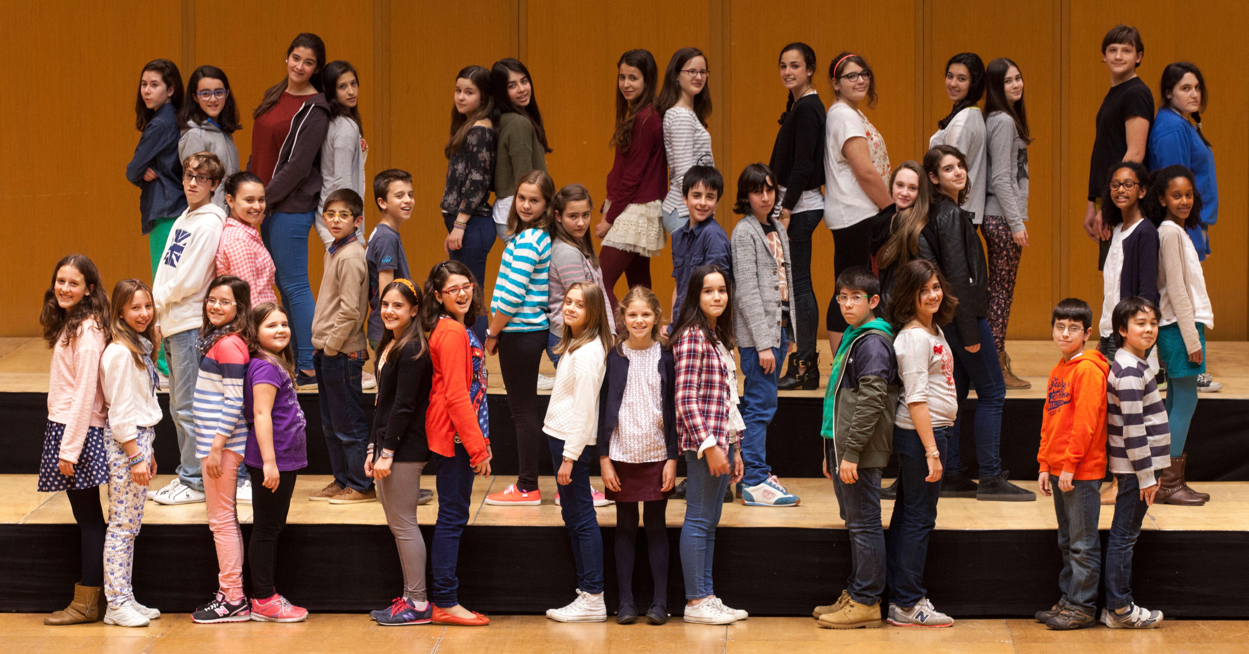 Los Niños Cantores de la Sinfónica de Galicia cantan con Amancio Prada en la catedral de Santiago