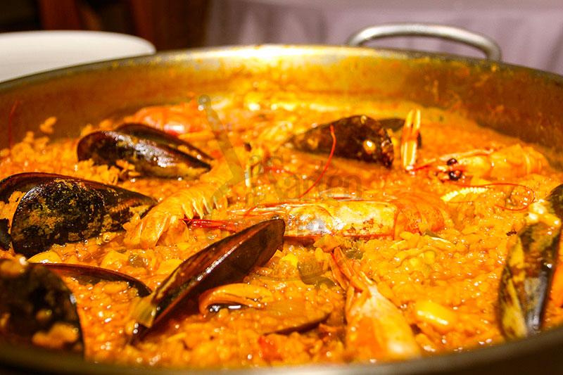 Arroz la sartén (arroz caldoso de pescado y marisco)