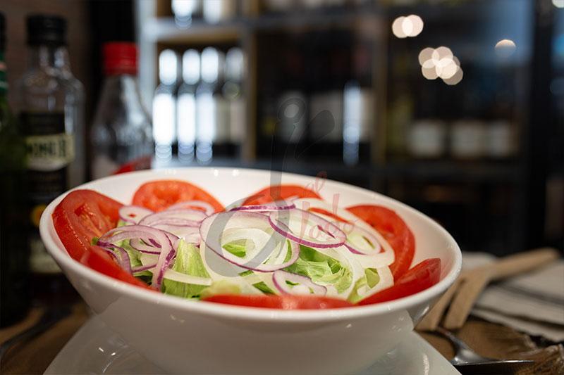Ensalada lechuga, tomate y cebolla