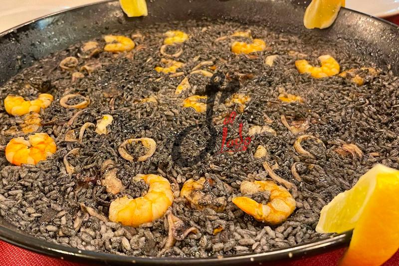 Arroz negro con calamares y gambas